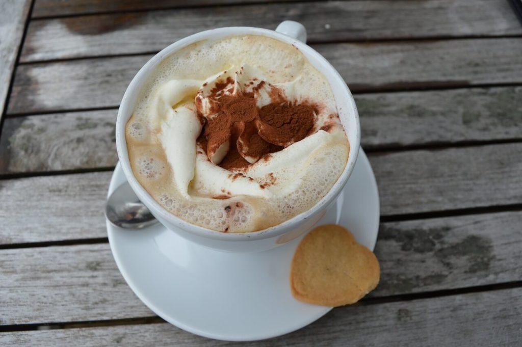 Gesunden Kaffee zubereiten mit Kakao